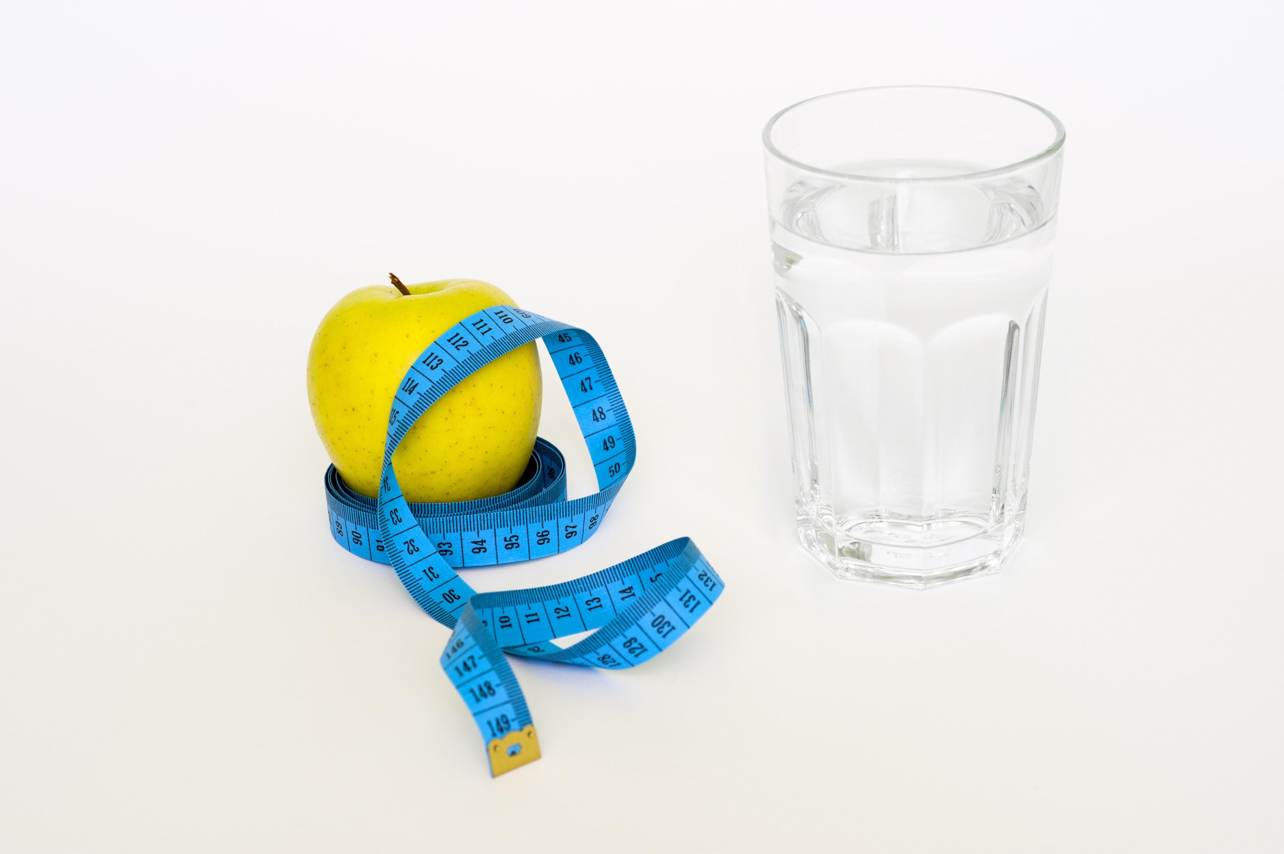 ダイエット,水,痩せる,むくみ