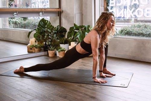 体幹トレーニング女性